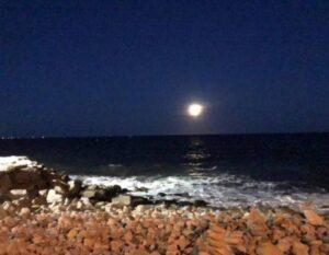 B moon ocean